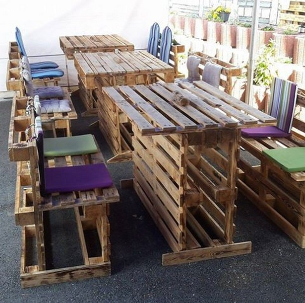 pallet dinning table and chairs