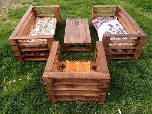 patio seating with pallets
