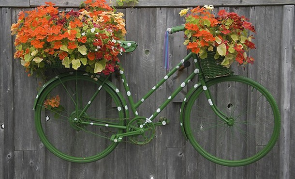 recycled bicycle wall art for garden