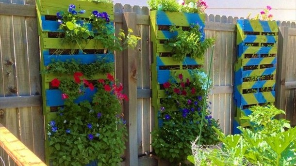 recycled pallet garden wall planters