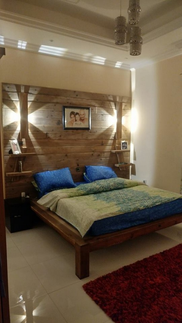 recycled wood pallet bed