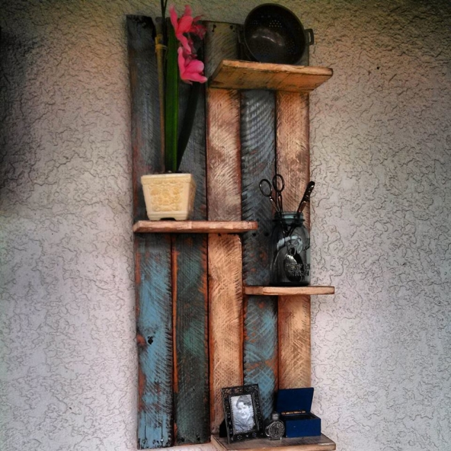 recycled wood pallet shelf