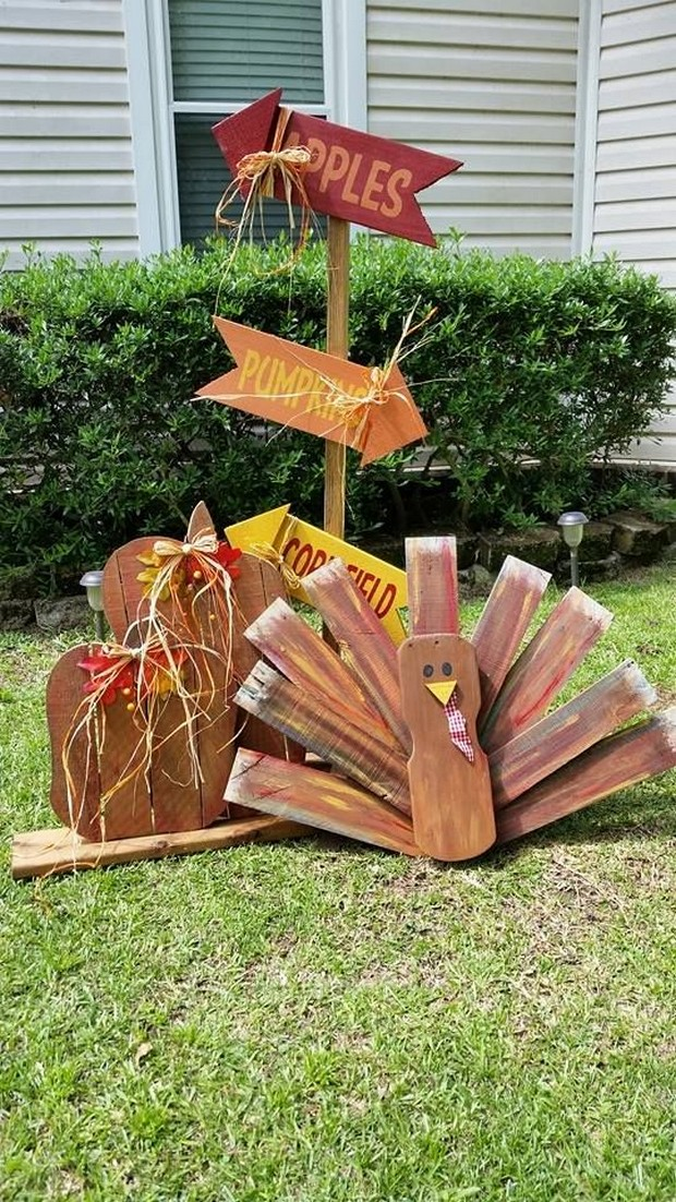garden art with pallets