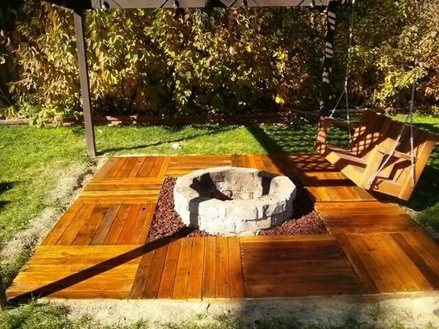 garden deck with pallets