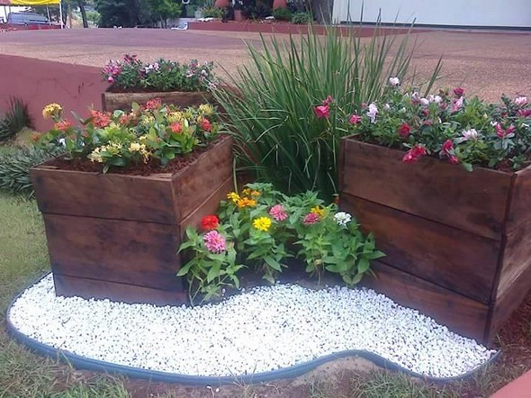 garden planters with pallets