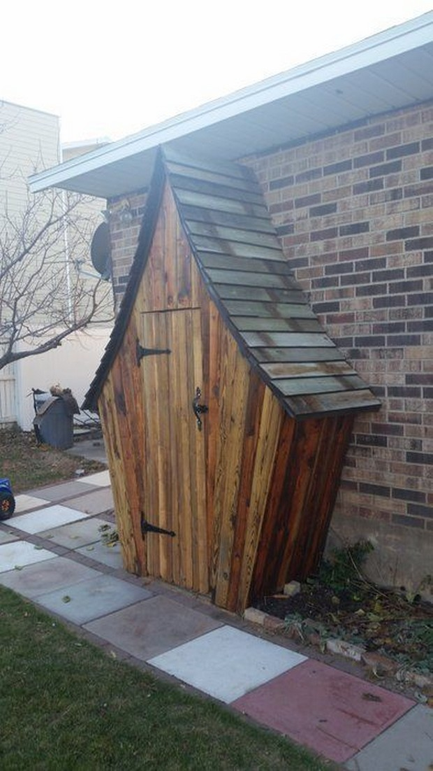 garden shed with pallets