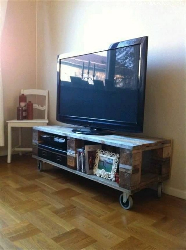 pallet tv stand on wheels