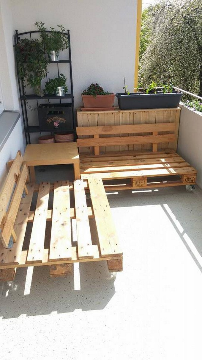 balcony furniture made with wood pallets
