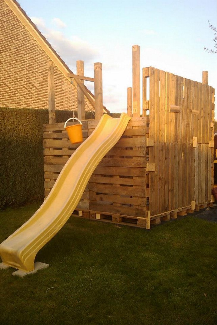 kids playhouse with pallets