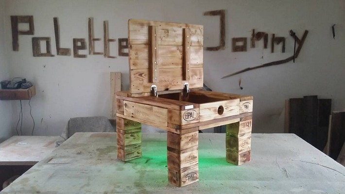 little pallet table with storage