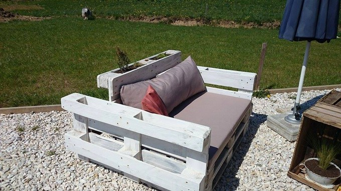 pallet couch with attached planter