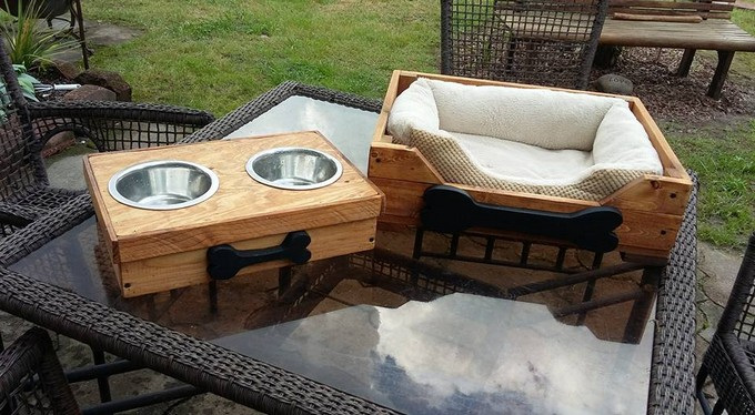 pallet dog bed and food bowls