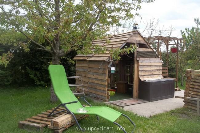 pallet garden hut