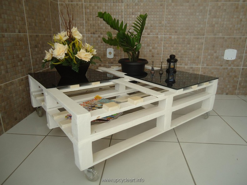 recycled pallet table with wheels