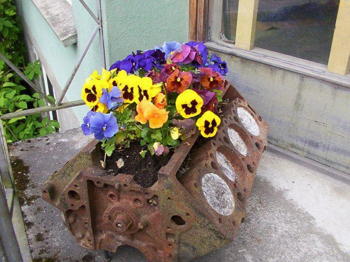 recycled planter art