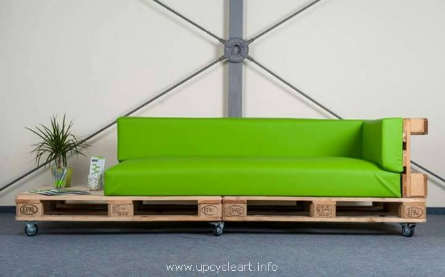 repurposed pallet sofa on wheels
