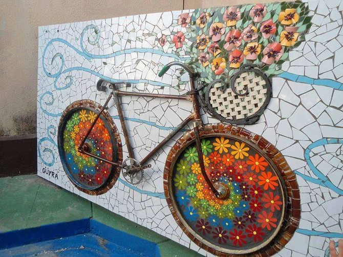 reused bicycle wall decor