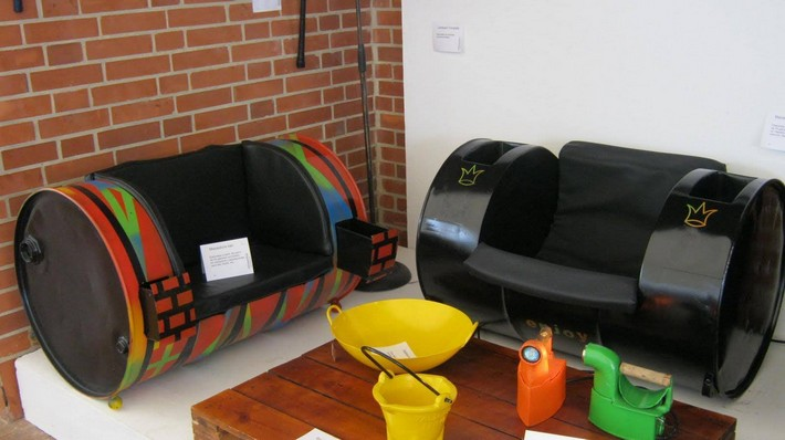 seating with metal drums