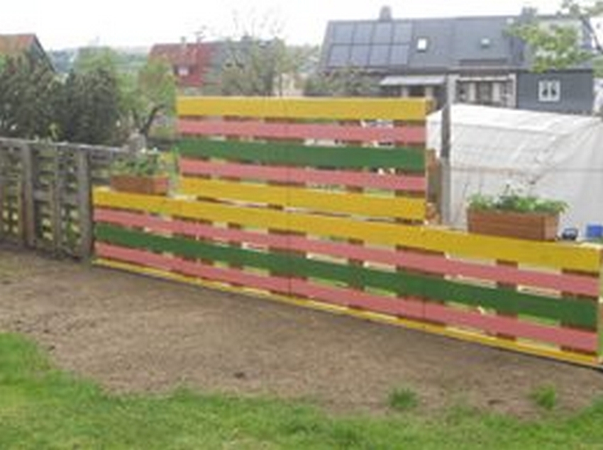 Plans to recycle wood pallets upcycle art for Wood pallet fence plans