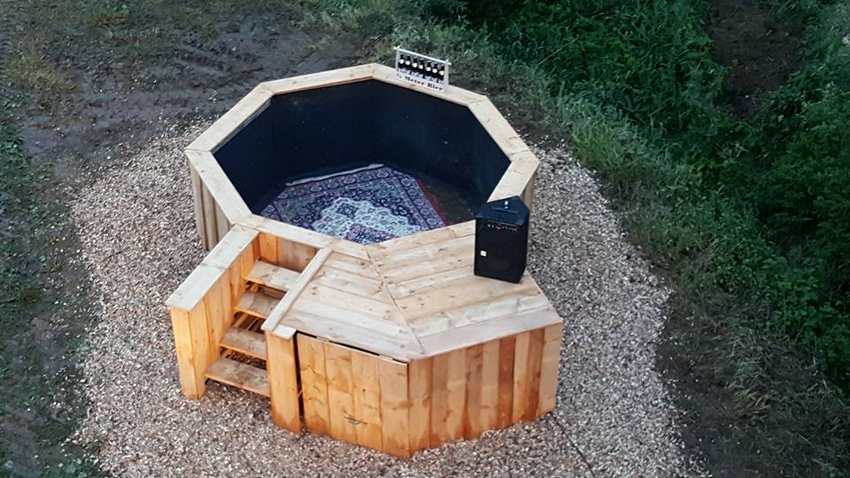 wooden pallet patio pool