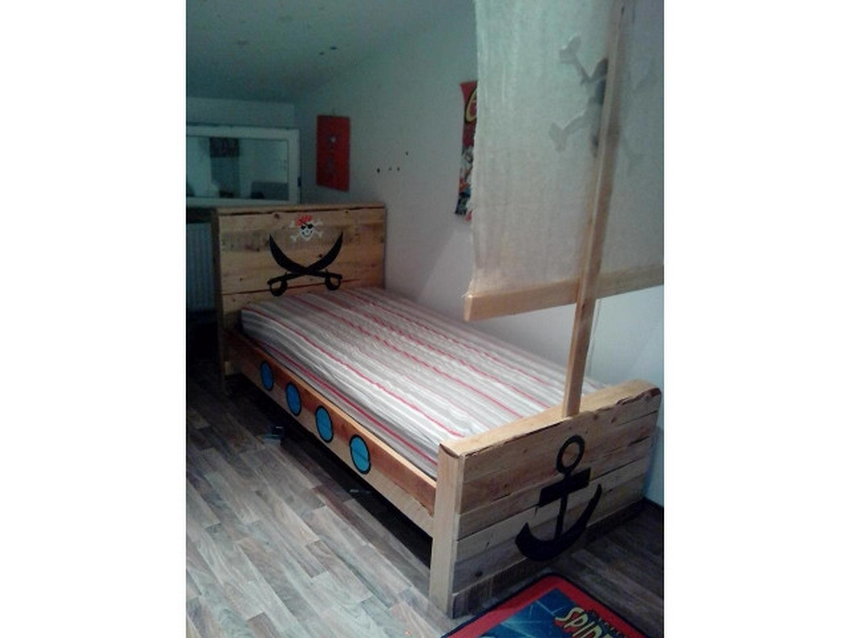 wooden pallet recycled bed