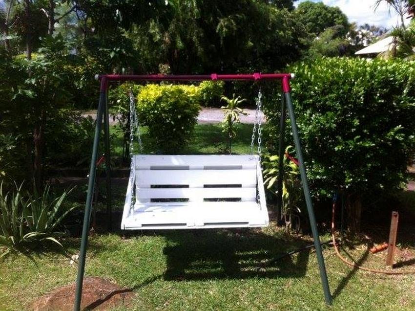 wooden pallet swing