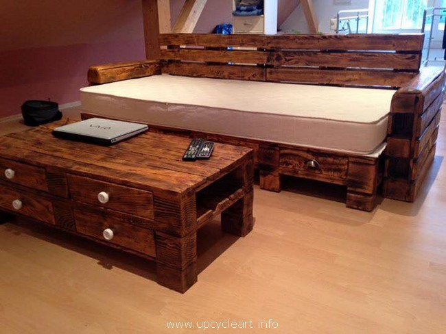 wooden recycled pallet furniture