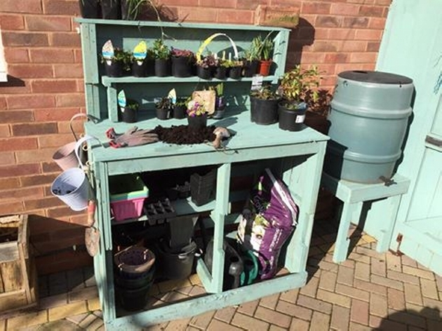 pallet-potting-station
