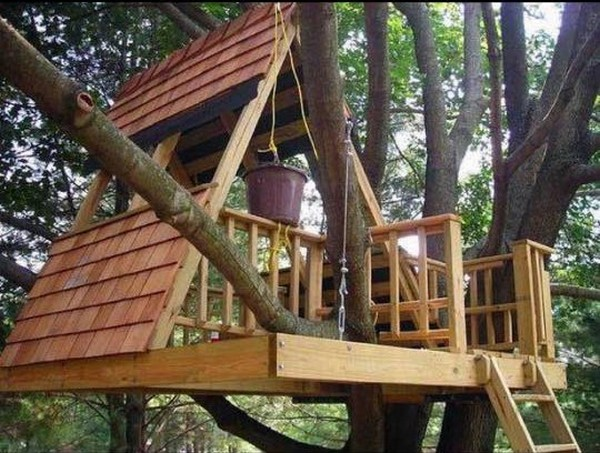 pallet tree playhouse