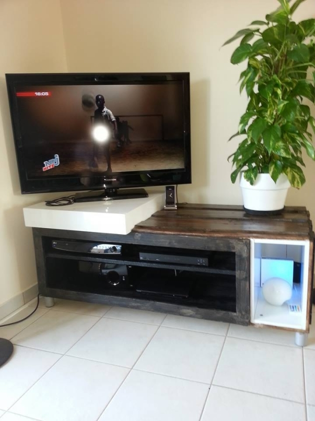 pallet-tv-stand-on-wheels