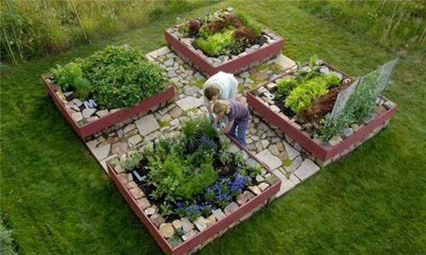30 ideas for raised garden beds upcycle art for Garden designs with raised beds