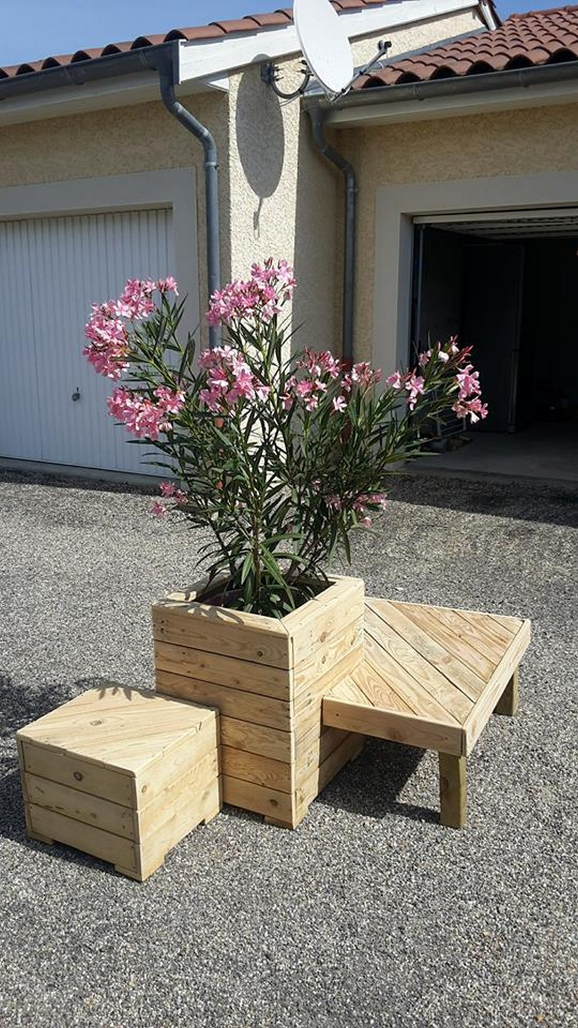 recycled pallet planter with seating
