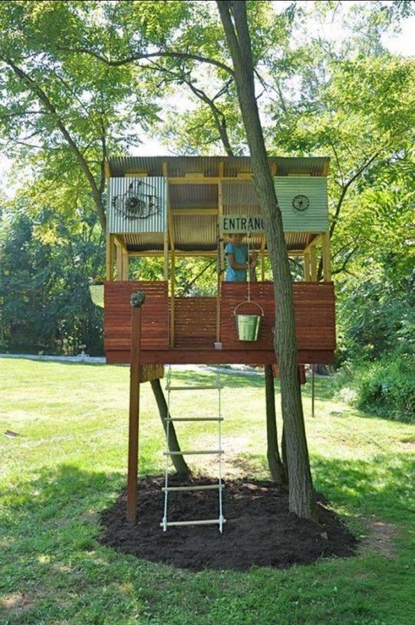 recycled pallet tree playhouse