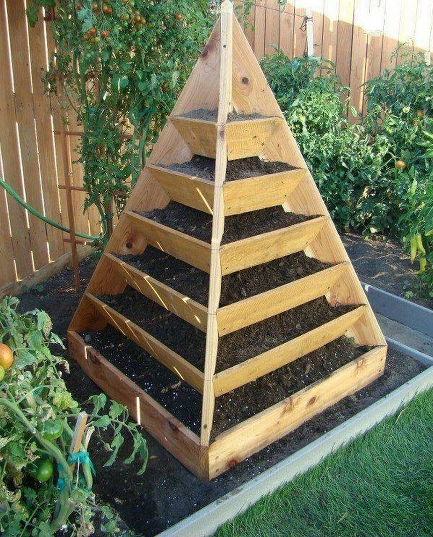 teepee raised garden bed