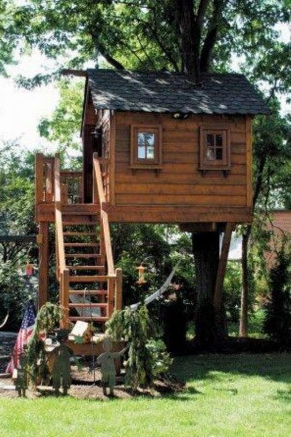 wood pallet tree playhouse
