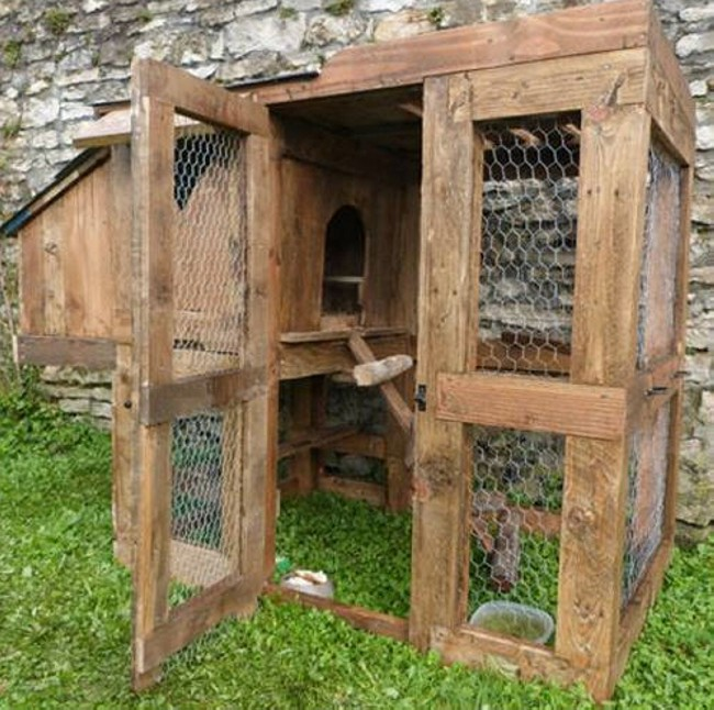 chicken coop made out of wood pallets upcycle art