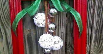 Christmas Decorations with Old Photo Frames