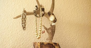 Driftwood-Jewelry-Holder