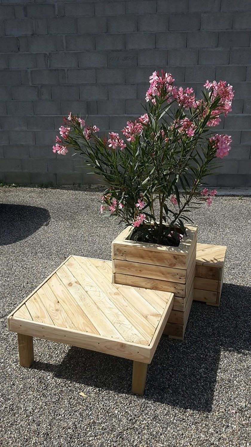 Pallet Planter with Attached Seating | Upcycle Art